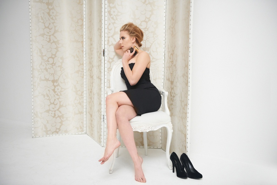 dolce-and-gabbana-scarlett-johansson-perfume-desire-the-one-ad-campaign-backstage-3