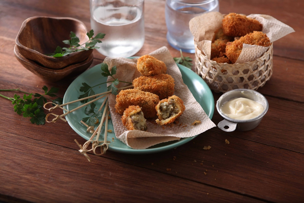 MONGGO-CROQUETTES-WITH-AIOLI