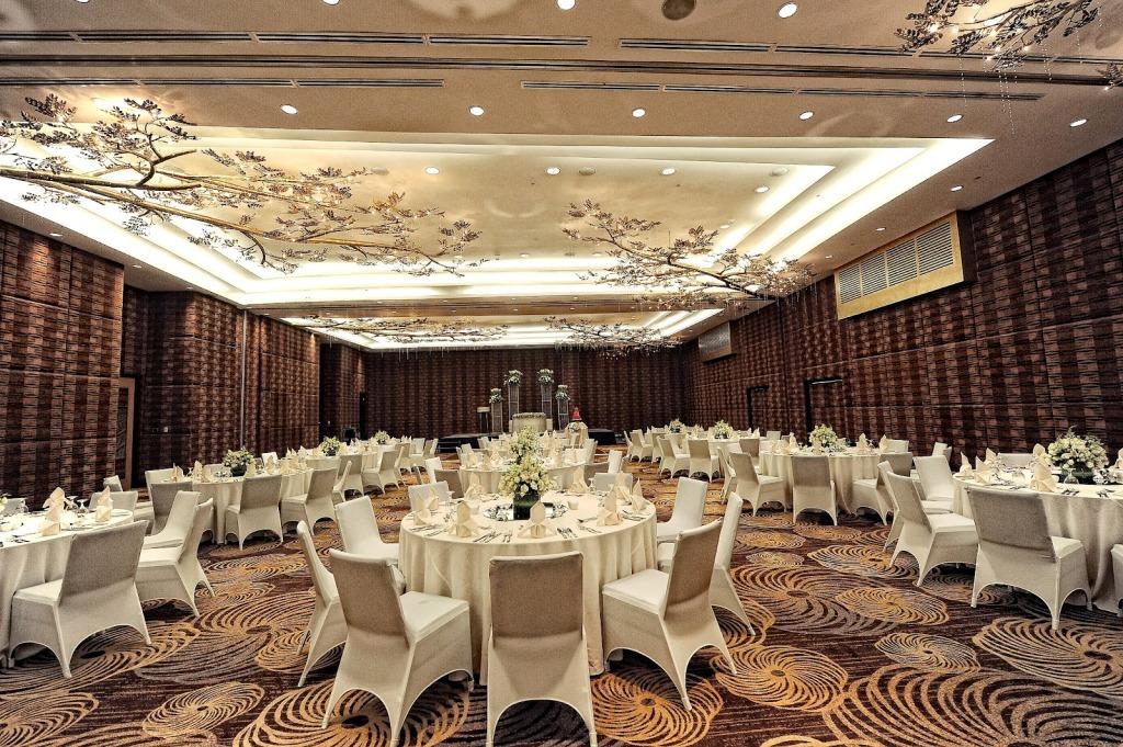 events at acacia hotel manila � kellymisacom